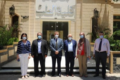 رئيس ونائب رئيس جامعة عين شمس يتفقدان سير الامتحانات بكلية الطب